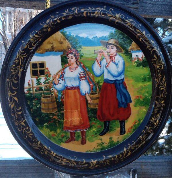 Тарелка расписанная в украинском стиле